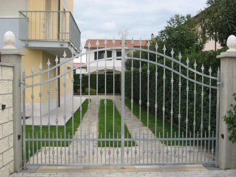 automazione esterna cancello a battente BFT Pisa
